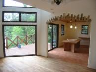 高台にある眺めのいいシンプルモダンな家6